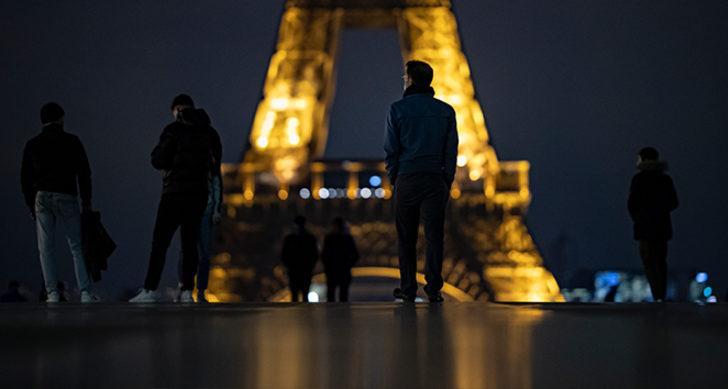 12 bin polis ve jandarma görevlendirildi! Fransa'da sokağa çıkma yasağı başladı