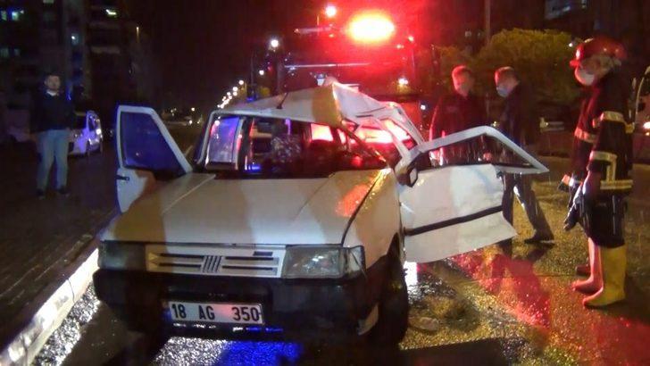 Kırıkkale'de ekipler araçta sıkışan sürücüyü kurtarmak için zamanla yarıştı