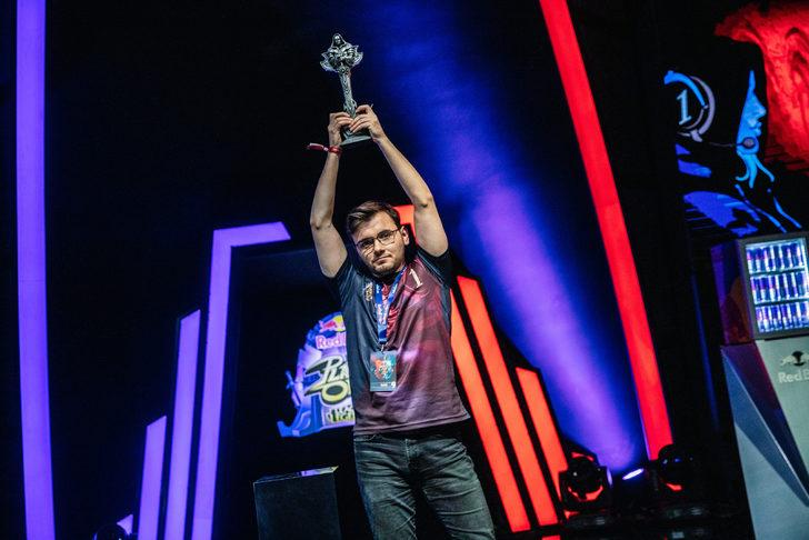 Red Bull Solo Q'nun son şampiyonu: Can 'Helioses' Bozacı