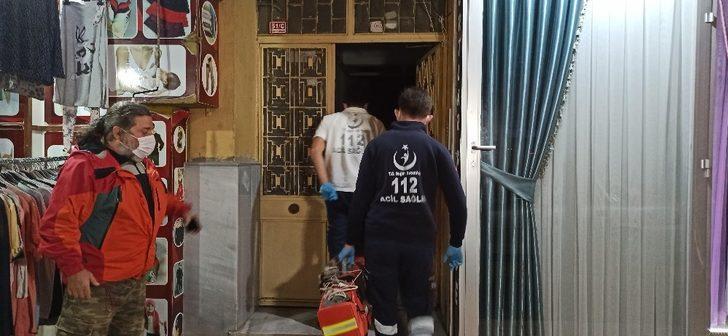 Düzce'de karantinadaki oğlu ve gelininin ziyaretine gidemediği adam evinde ölü bulundu
