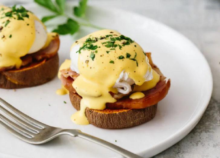 Eggs benedict nedir? Nasıl yapılır? MasterChef eggs benedict tarifi ve malzemeleri