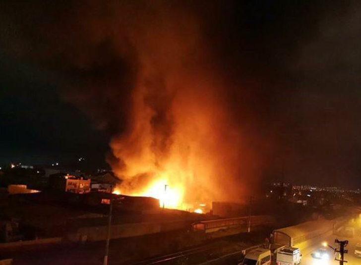 Ankara'da büyük yangın! Konteynere atılan ateş 2 fabrikayı yaktı