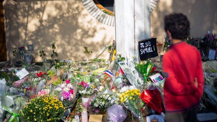 Samuel Paty: Fransa'da bir öğretmenin başının kesilmesiyle ilgili soruşturmada bazıları öğrenci 15 kişi gözaltına alındı