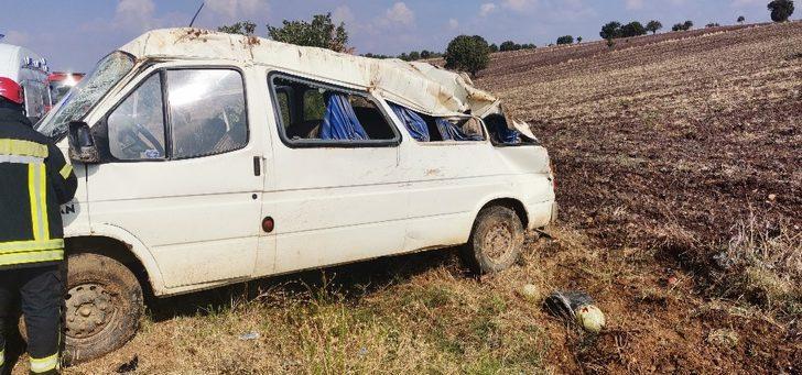 Faciadan dönüldü! Kontrolden çıkan minibüs takla attı: 5 yaralı