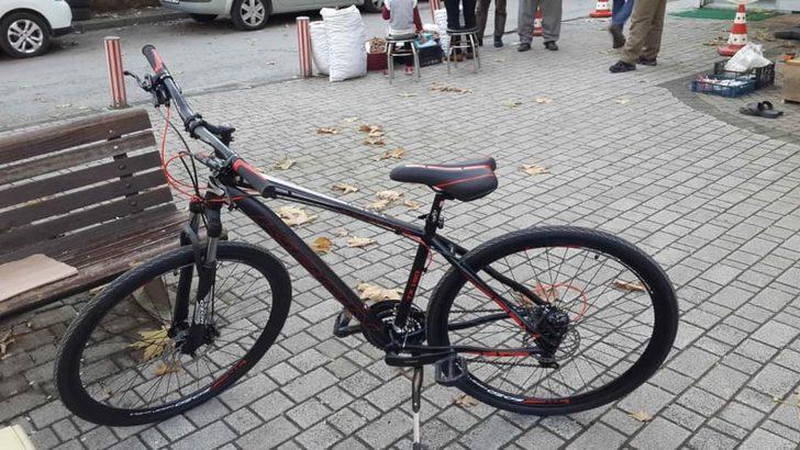 Kilidini kıramadıkları bisikletten geriye sadece tekeri kaldı
