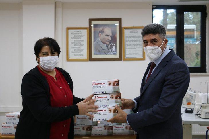 Sivrice'de öğrencilere 10 bin adet maske desteği
