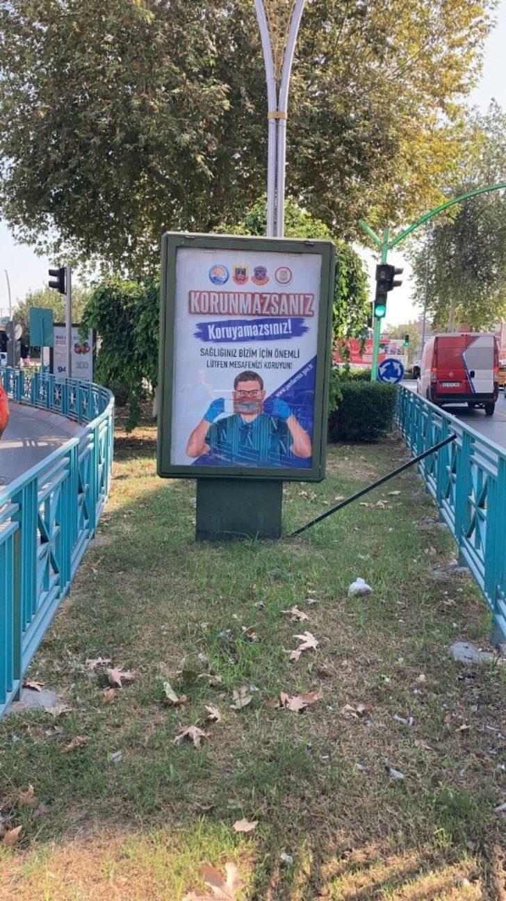 Jandarma Covid 19 ve trafik kazalarına karşı afiş astırdı