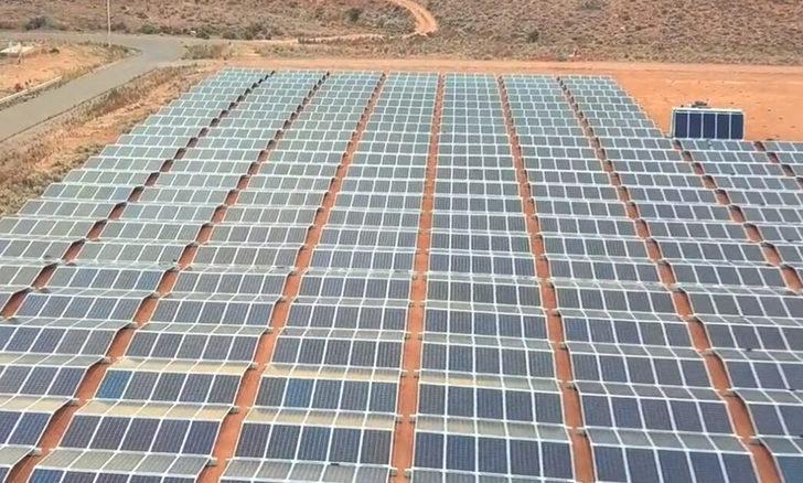 Dünyanın en büyük güneş enerjisi santrali Singapur'a güç sağlıyor