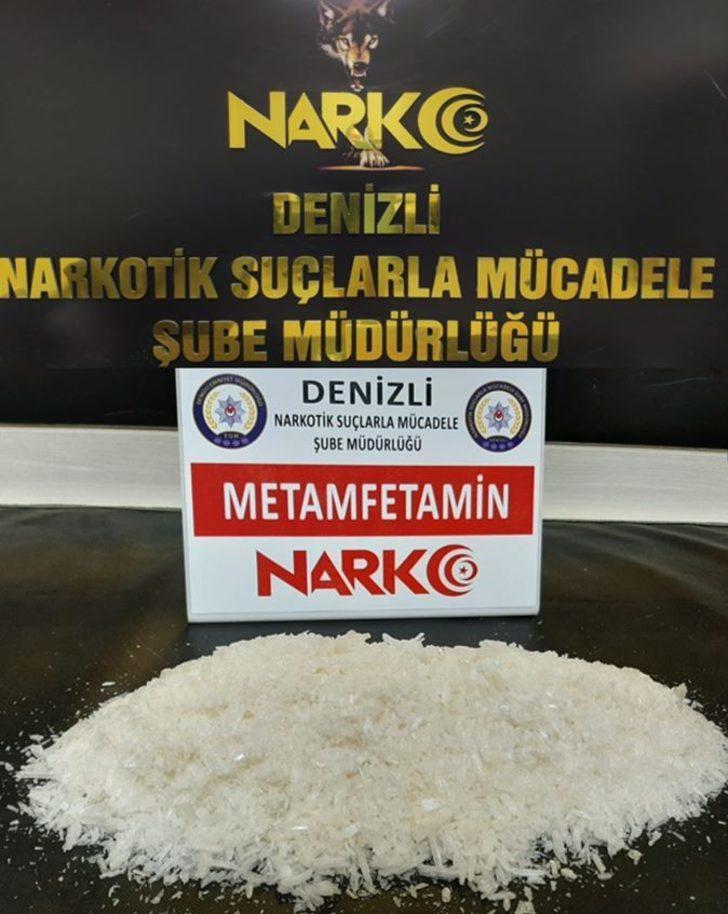 Torbacıları besleyen tacir, 1 kiloya yakın metamfetamin yakalandı