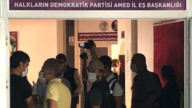 Diyarbakır'da HDP Binalarına Baskın