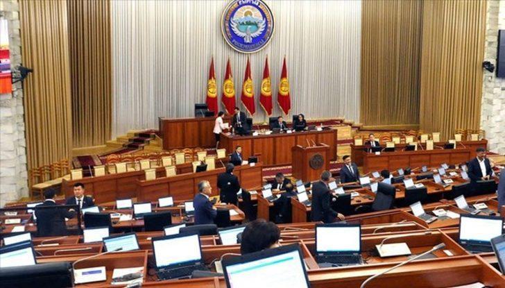 Kırgızistan'da seçimler askıya alındı