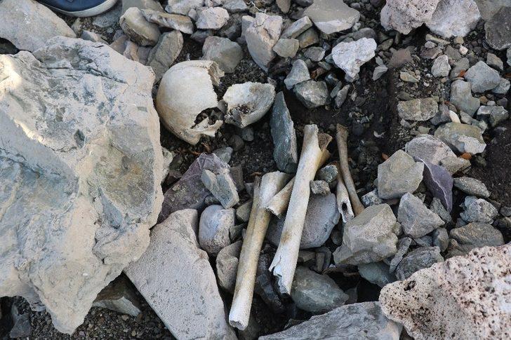 Tüyler ürperten görüntü: Sular çekilince mezarlık ve kemikler ortaya çıktı