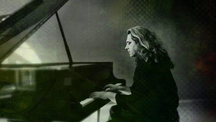 """Uğur Gülbaharlı'nın ilk solo albümü """"Anlatılmamış Hikayeler"""" müzikseverlerle buluşuyor!"""