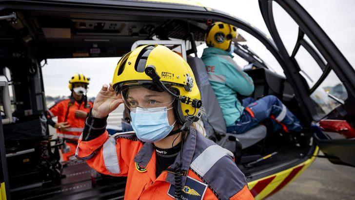 Koronavirüs: Hollanda'da yoğun bakımdaki bazı Covid-19 hastaları helikopterle Almanya'ya naklediliyor