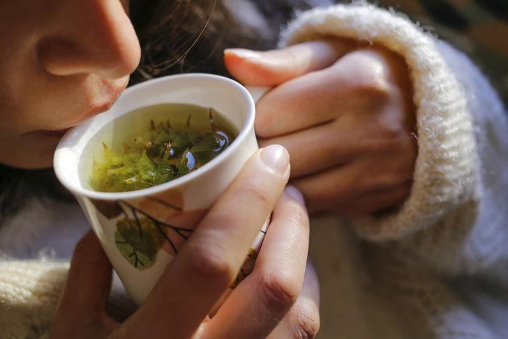 Koronavirüse karşı bağışıklık güçlendirmek için bitki çayı tüketenler dikkat!