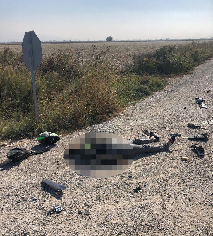 İzmir'de kamyona çarpan motosikletli sürücü hayatını kaybetti