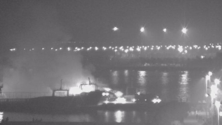 Maltepe'de tadilat için demirli gemide yangın