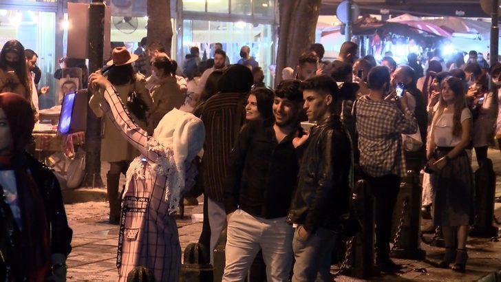 Koronavirüs hiçe sayıldı! Ortaköy'de tedirgin eden görüntüler