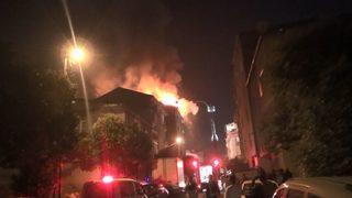 7 katlı binanın çatısı alev alev yandı