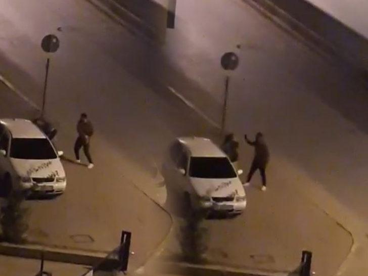 Genç kıza sokak ortasında tokat! Mahalle ayağa kalktı