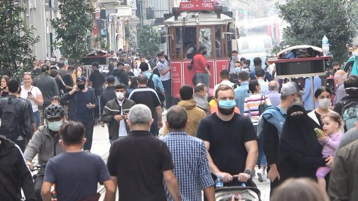Taksim ve İstiklal Caddesi'nde endişelendiren kalabalık