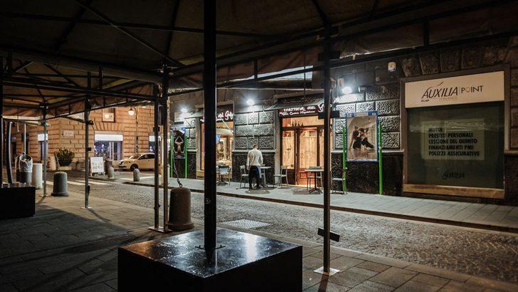 İtalya'da yeni tedbirler: Restoran ve barlara saat kısıtlaması, sinema ve tiyatrolar kapatılıyor