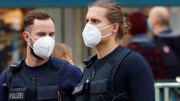Berlin'de 600 kişilik fetiş partisine koronavirüs baskını
