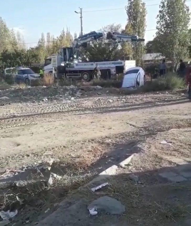 Kontrolden çıkan araç sulama kanalına uçtu: 1 yaralı