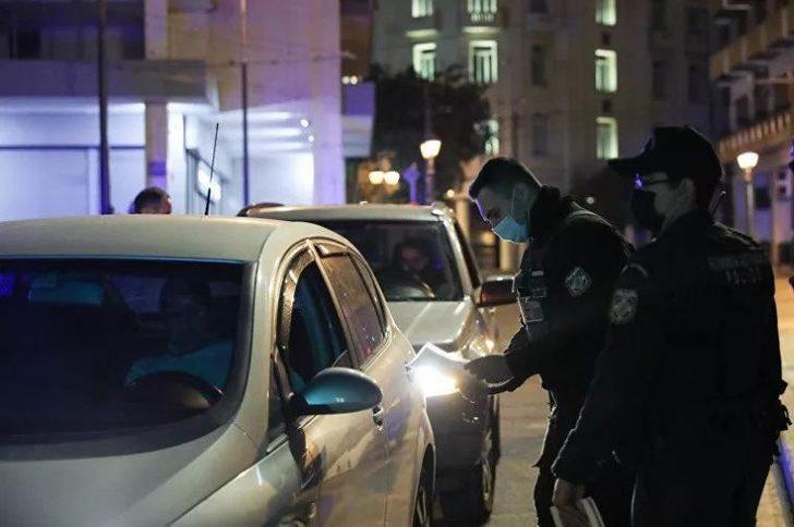 Yunanistan'da yeniden sokağa çıkma yasağı başladı