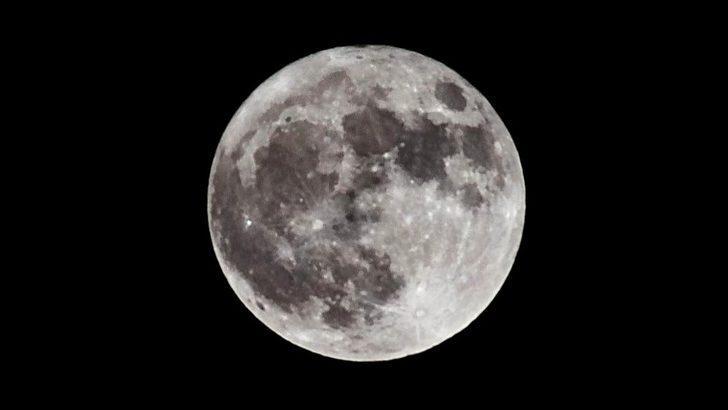 NASA'dan yeni keşif: Ay'da su bulundu, üs kurulmasına dair umutlar güçlendi