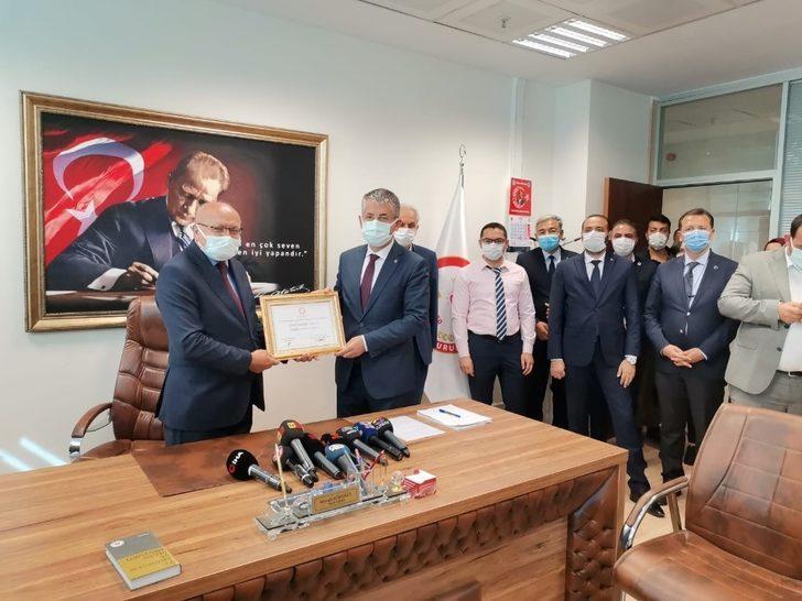 Başkan Çopuroğlu mazbatasını aldı