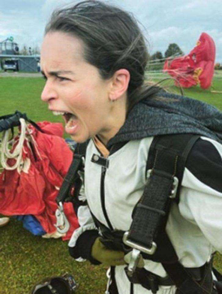 Emilia Clarke: Kim demiş sadece ejderhalarla uçabileceğimi?