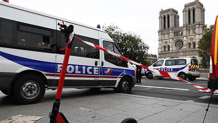 Paris'te alarm! Bir noktada sahte bomba, diğerinde mühimmat dolu çanta