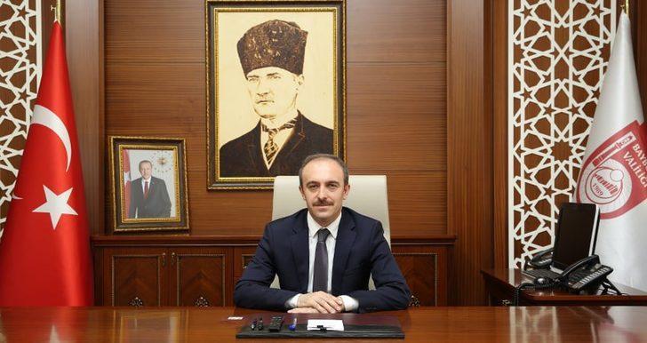 """Vali Cüneyt Epcim: """"Cumhuriyetimizin 97. yıldönümünü hep birlikte kutlamanın onur ve gururunu yaşamaktayız"""""""