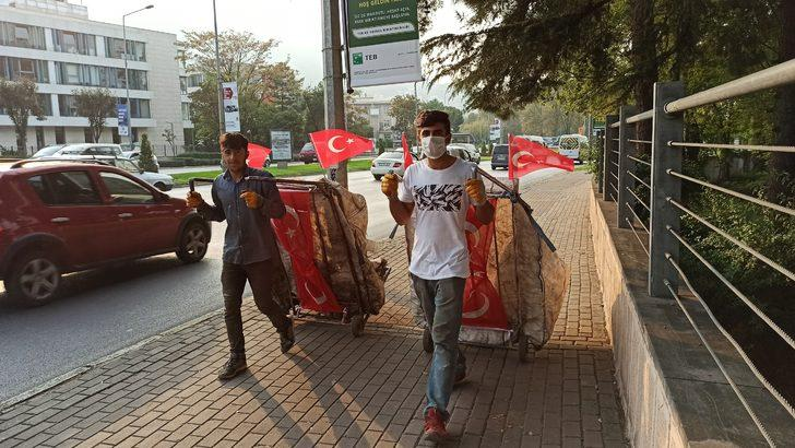 Cumhuriyet Bayramı'na kartoncu çocukların görüntüsü damga vurdu