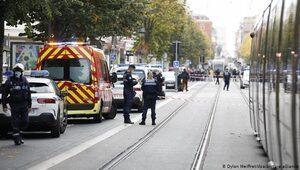 Nice'de bıçaklı saldırı: Üç ölü