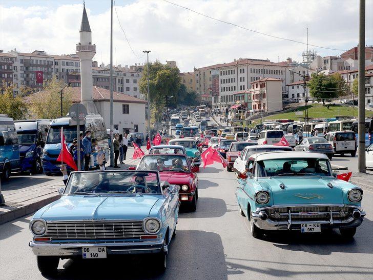 29 Ekim'i böyle kutladılar! Başkent sokaklarında klasik araba geçidi