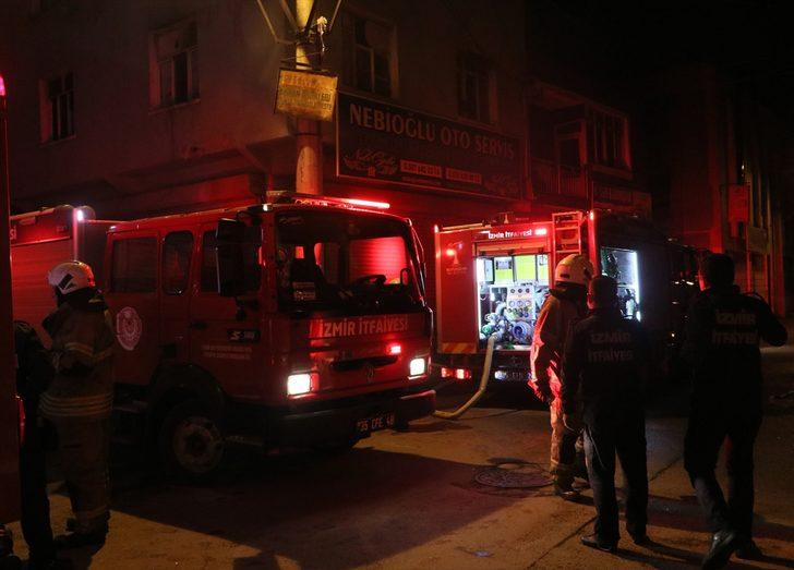 İzmir'de çatıda çıkan yangın söndürüldü