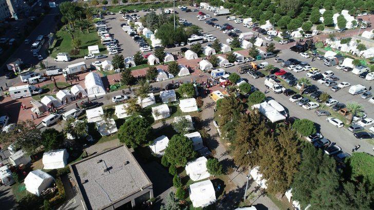 Deprem sonrası vatandaşların kaldığı çadır kentler havadan görüntülendi