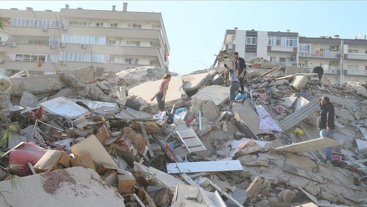 İzmir depremiyle ilgili paylaşımları nedeniyle 10 kişi gözaltına alındı, 2 kişi tutuklandı