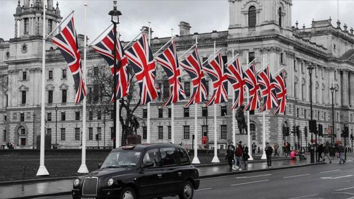 İngiltere'de 4 hafta sürecek sokağa çıkma yasağı ilan edildi