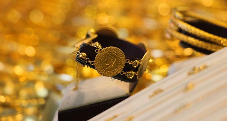 Gram altın ne kadar? 24 Aralık altın fiyatları ne kadar? Altın fiyatları düşecek mi yükselecek mi? Çeyrek altın ne kadar?