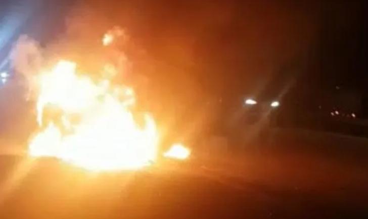 Mersin'de seyir halindeki araç alev topuna döndü