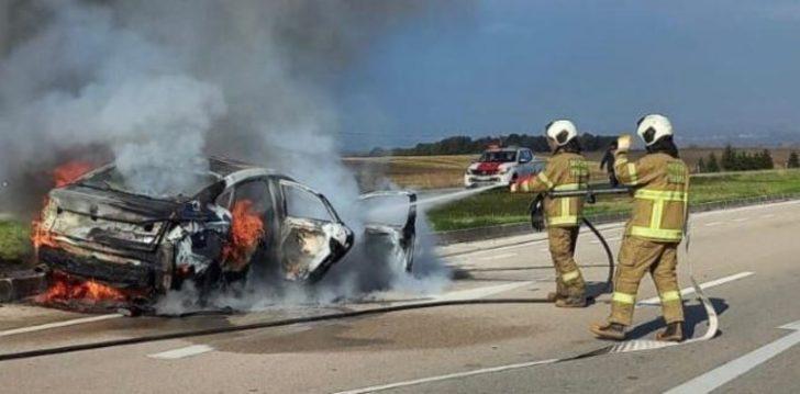 Balıkesir'de feci kaza! Orta refüje çarpan araç alev alev yandı