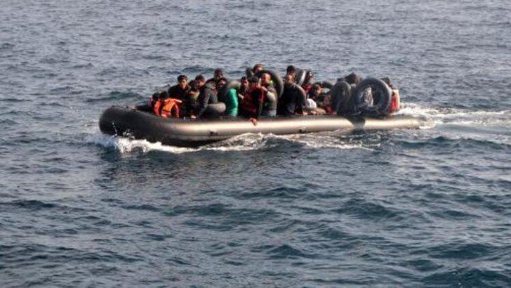 İzmir'de 107 göçmenin bulunduğu tekne balık çiftliği kafesine çarptı