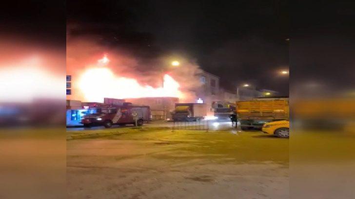 İstanbul'da iş yerinde büyük yangın! Çok sayıda ekip sevk edildi