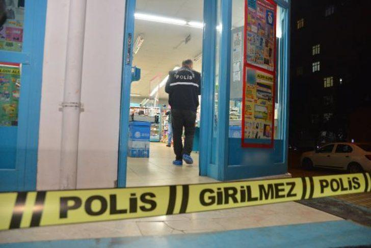 Adana'da kar maskeli, tüfekli market soygunu!