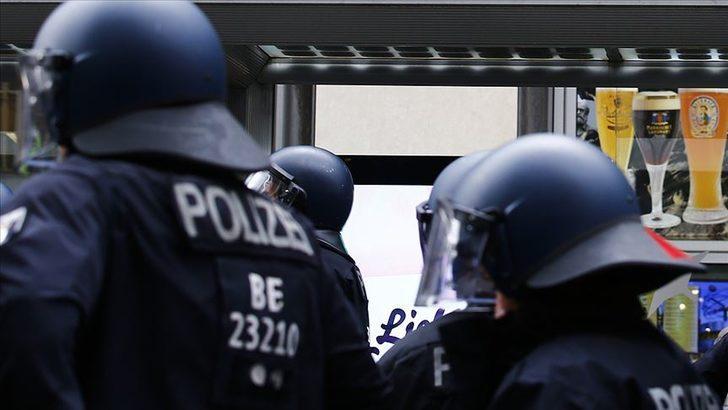 Almanya'da bıçaklı saldırı: 1'i ağır 4 yaralı