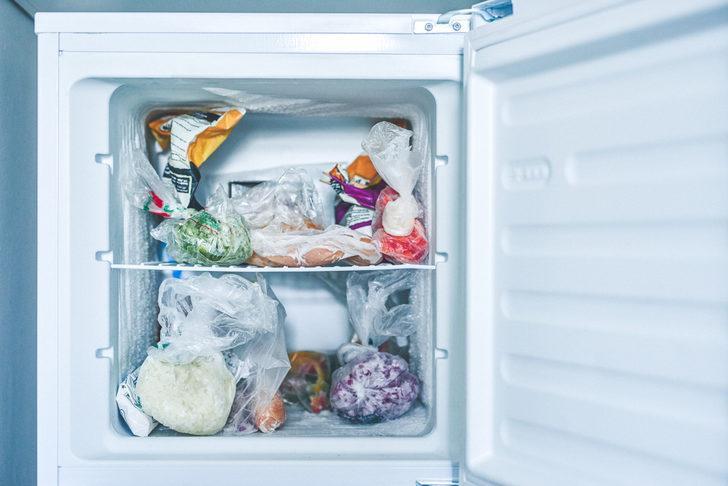 Bu alışkanlıktan hemen vazgeçmelisiniz! Buzdolabına naylon poşet koyarsanız...