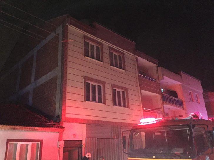 Bursa'da karantinada kalan ailenin evinde yangın çıktı